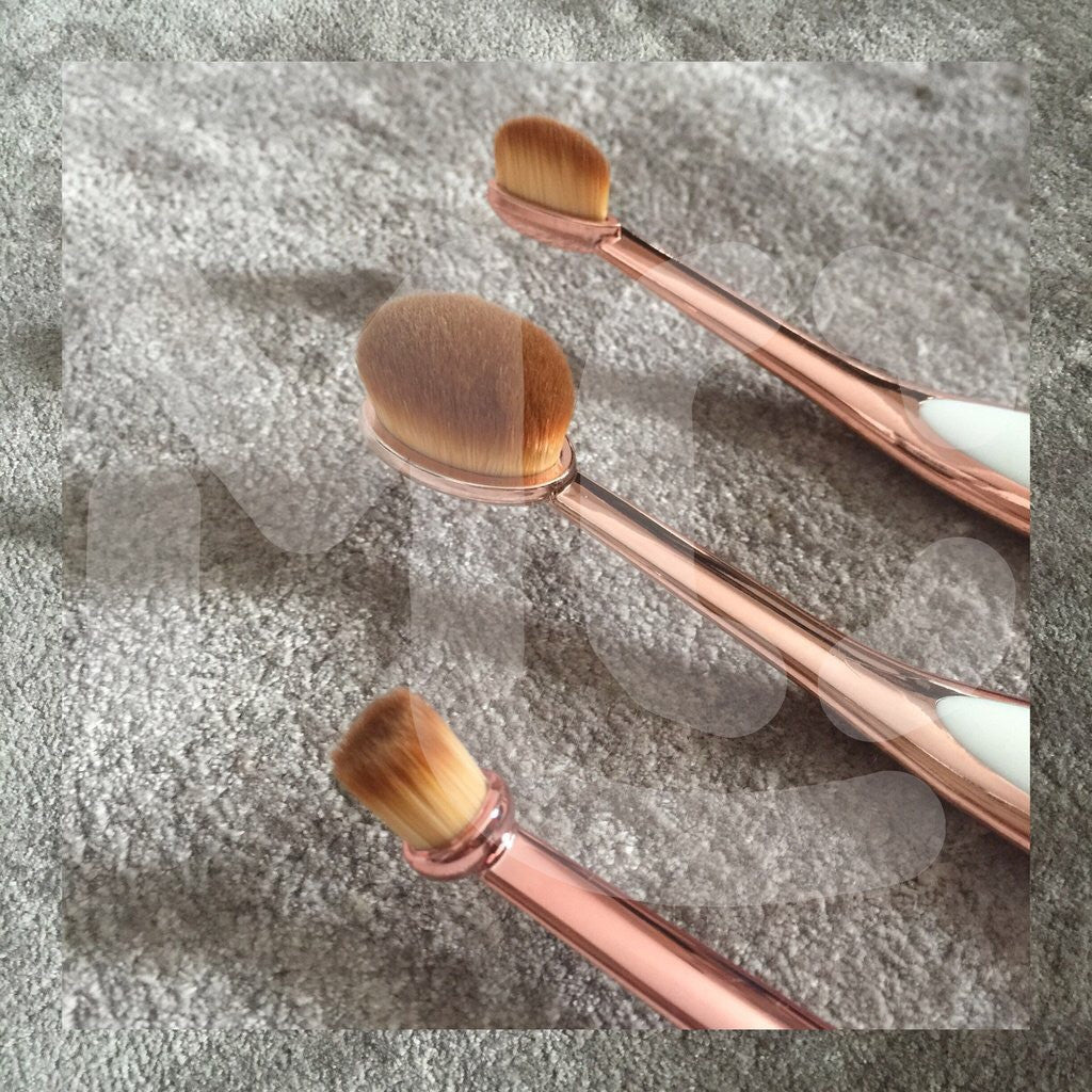 Pink Chrome Oval Mini Brush Set
