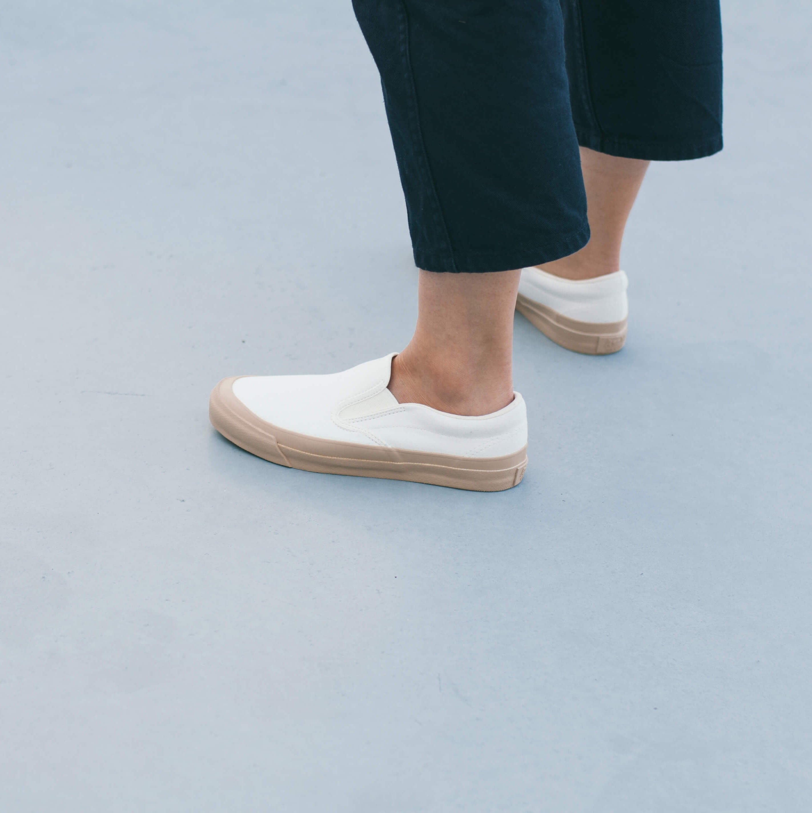 ASAHI DECK SLIP-ON - WHITE/BEIGE