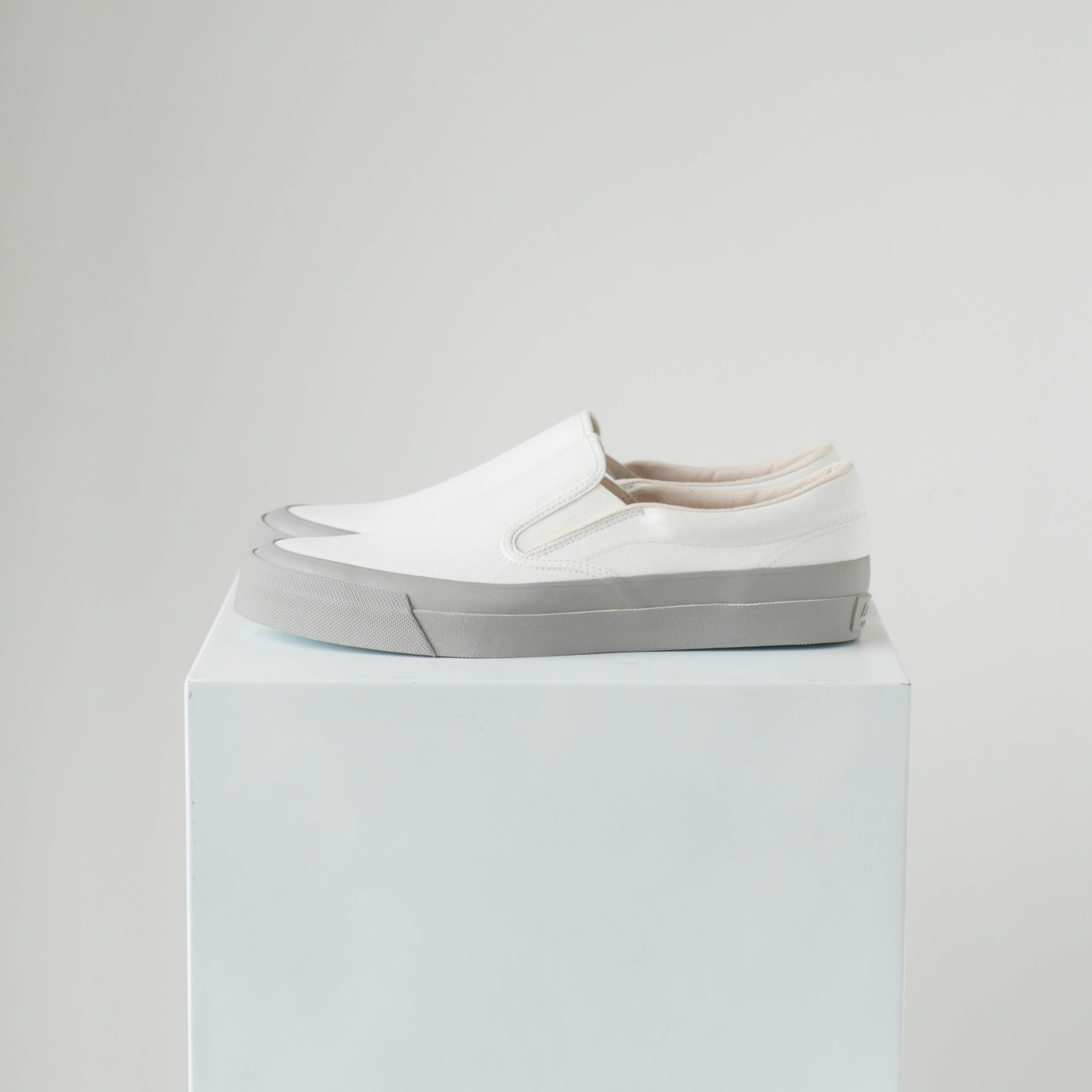 ASAHI DECK SLIP-ON - WHITE/GRAY