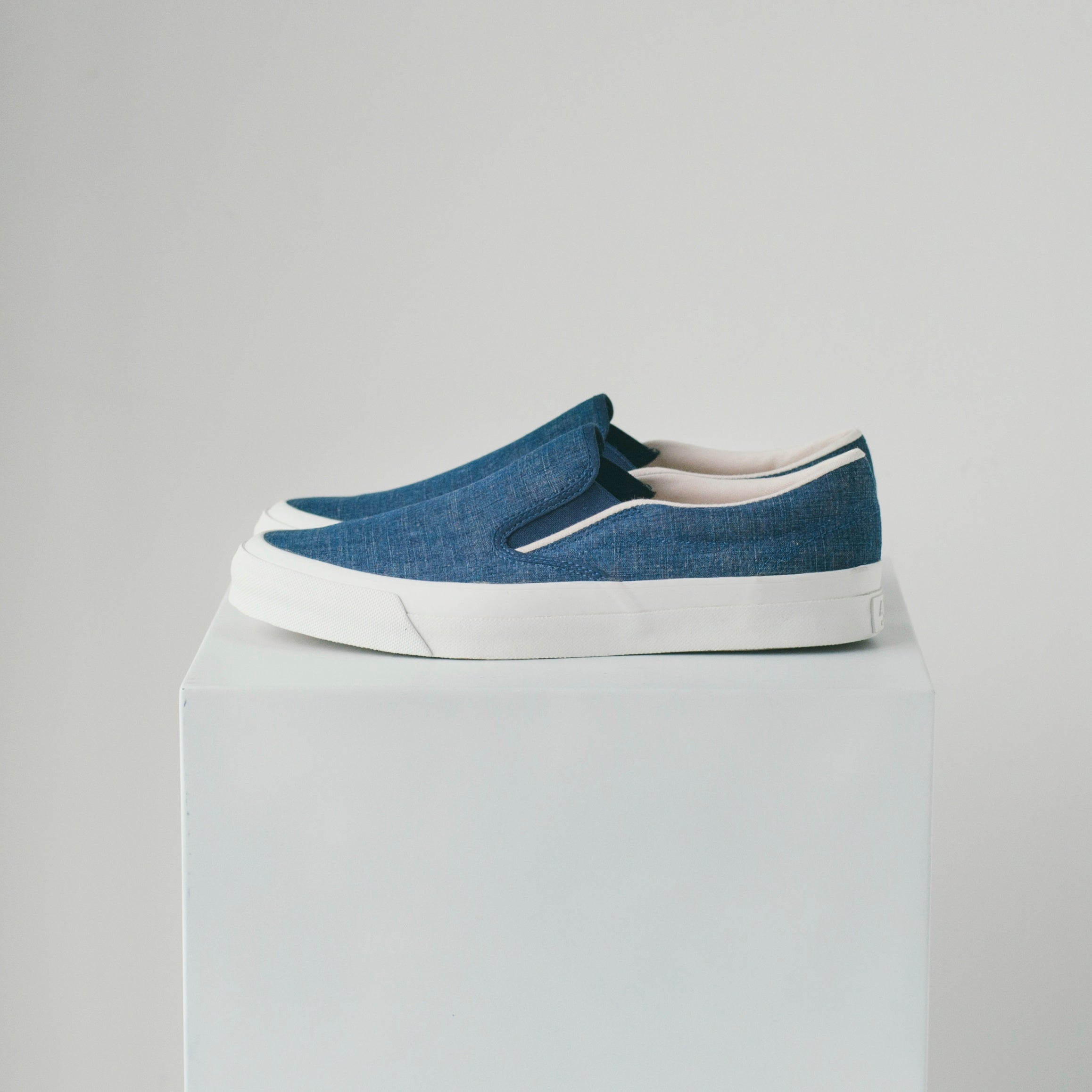 ASAHI DECK SLIP-ON CHAMBRAY - INDIGO