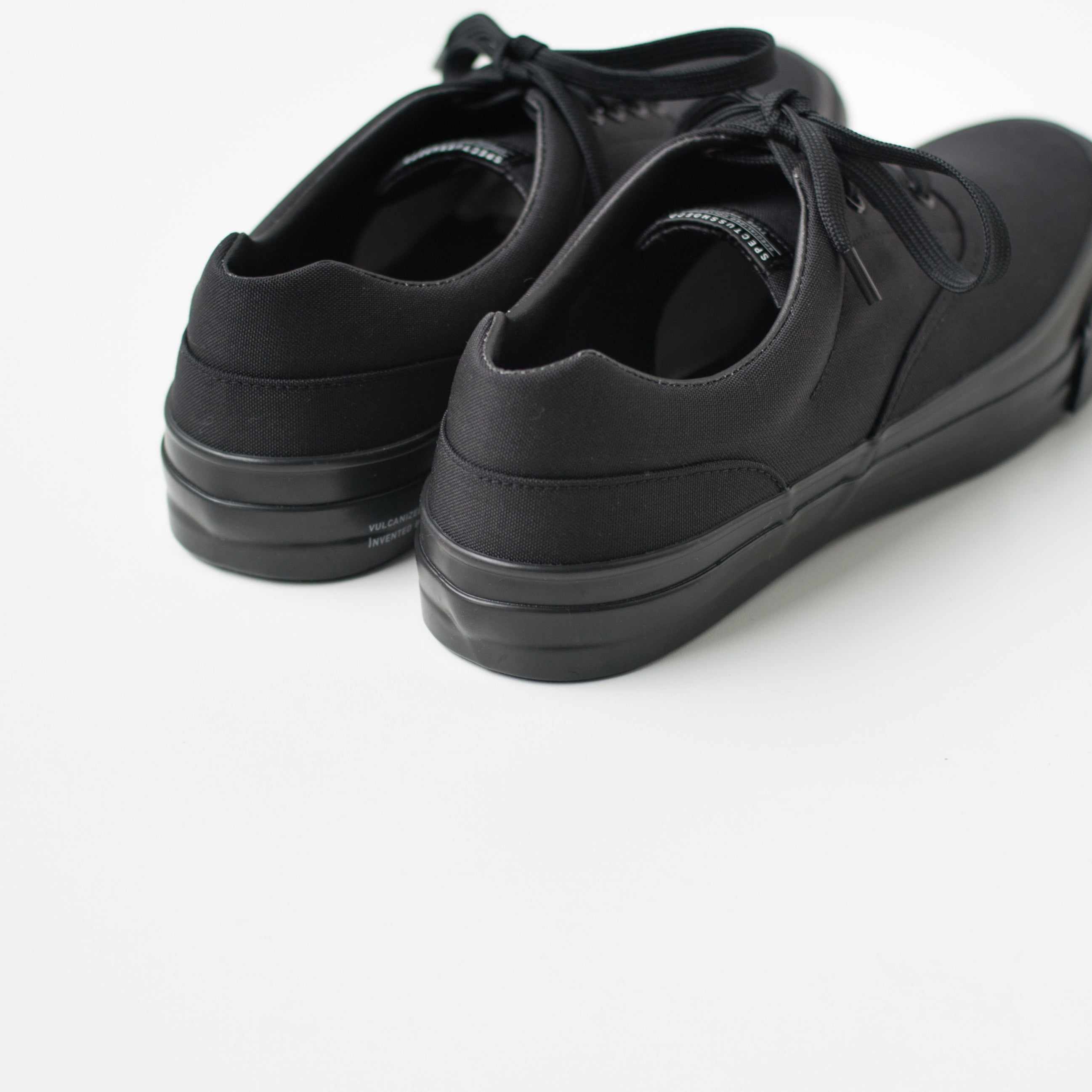 SOLID KICKS NO.2 - BLACK/BLACK