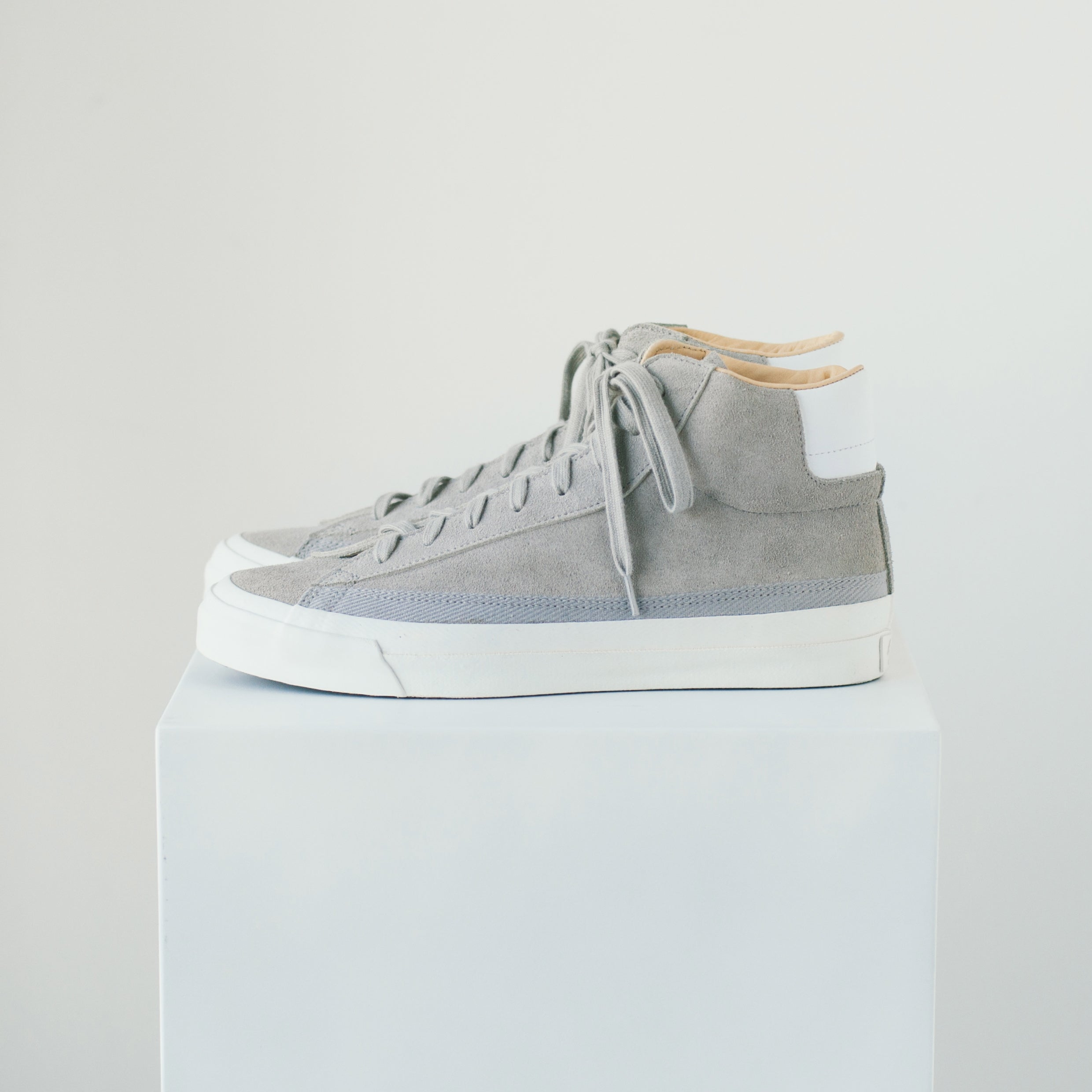 ASAHI BELTED HIGH SUEDE - GRAY
