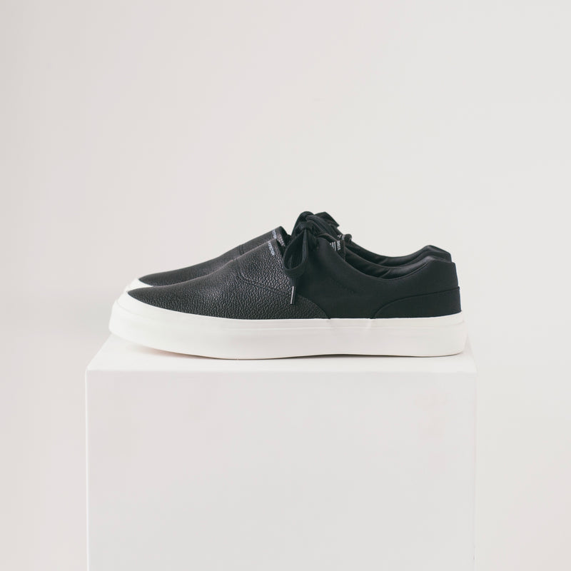 SOLID KICKS NO.7 - BLACK/WHITE