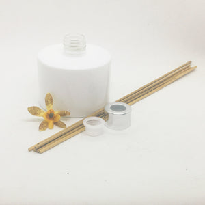Diffuser bottle with sticks, seal & silver overcap