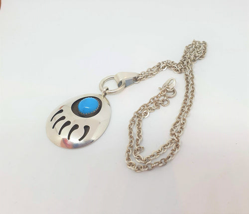 Navajo Indian bear paw in sterling silver with blue stone on a silver chain - Atelier Crafers