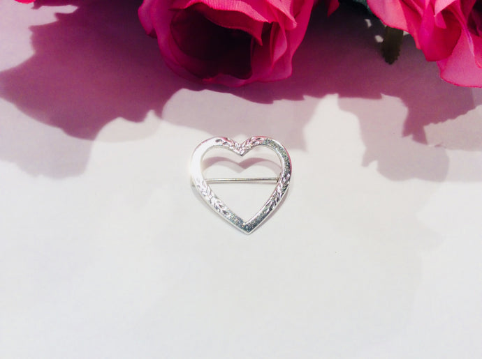 Vintage Sterling Silver Etched Heart Brooch-Jewellery-Atelier Crafers