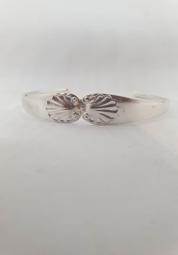 Sterling Silver shell pattern wrist cuff - Atelier Crafers