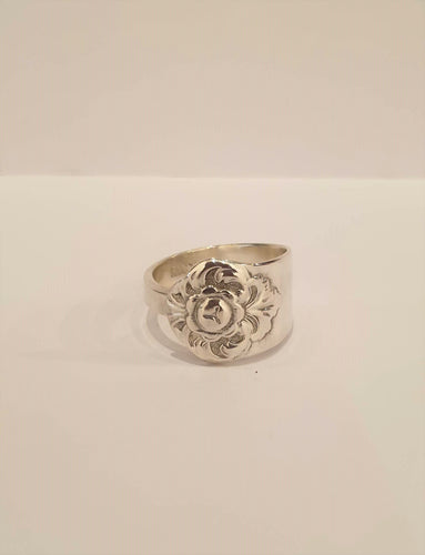 Silver ring with etching detail
