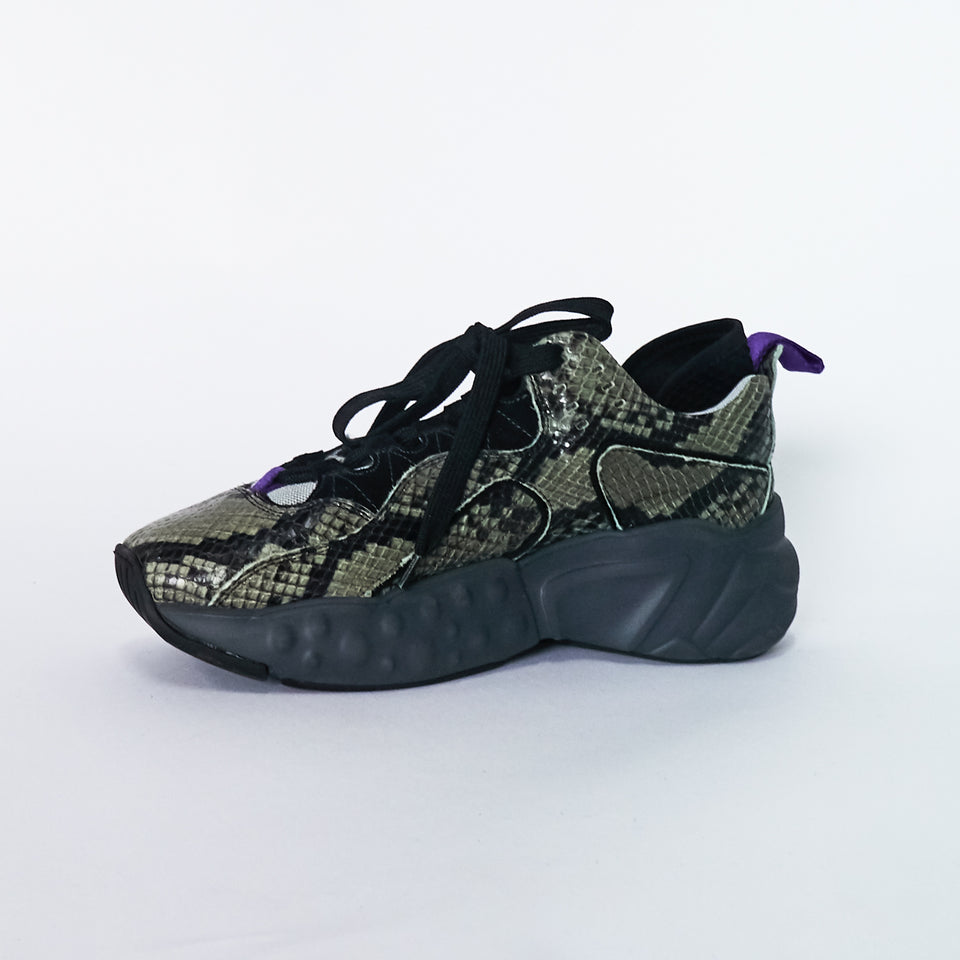 Manhatten Snake-Effect Sneakers