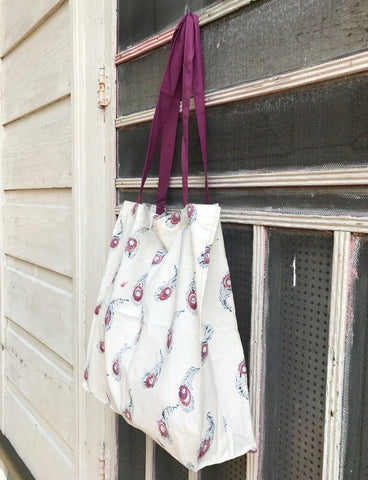 Give your child's teacher a hand with this Le Plume Tote from Passion Lilie.