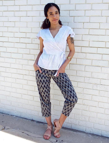With their neutral colors, zigzag pattern, and mid-calf leg, these Gray Chevron Crop Pants from Passion Lilie strike the perfect balance of style and sophistication.