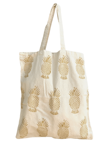 Don't forget the Pineapple Tote for your outdoor errands summer outfit!