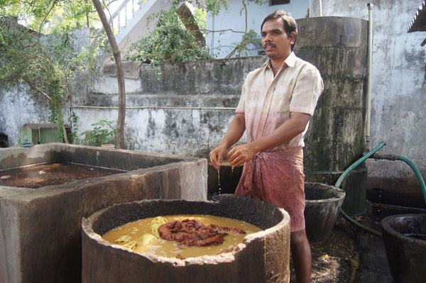 Natural dyeing of fabrics: kalamkari