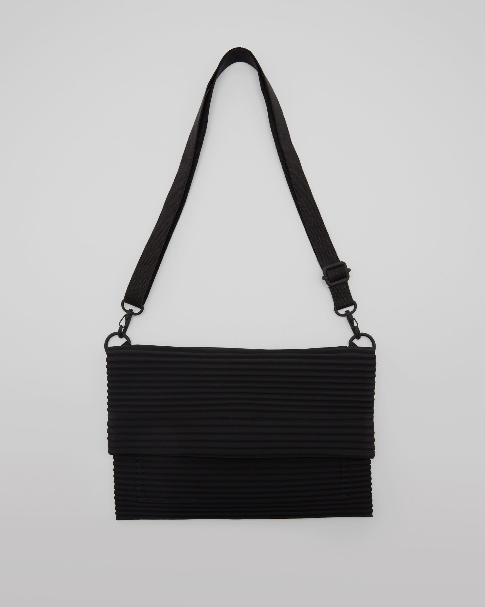 Pleated Shouder Bag in Black