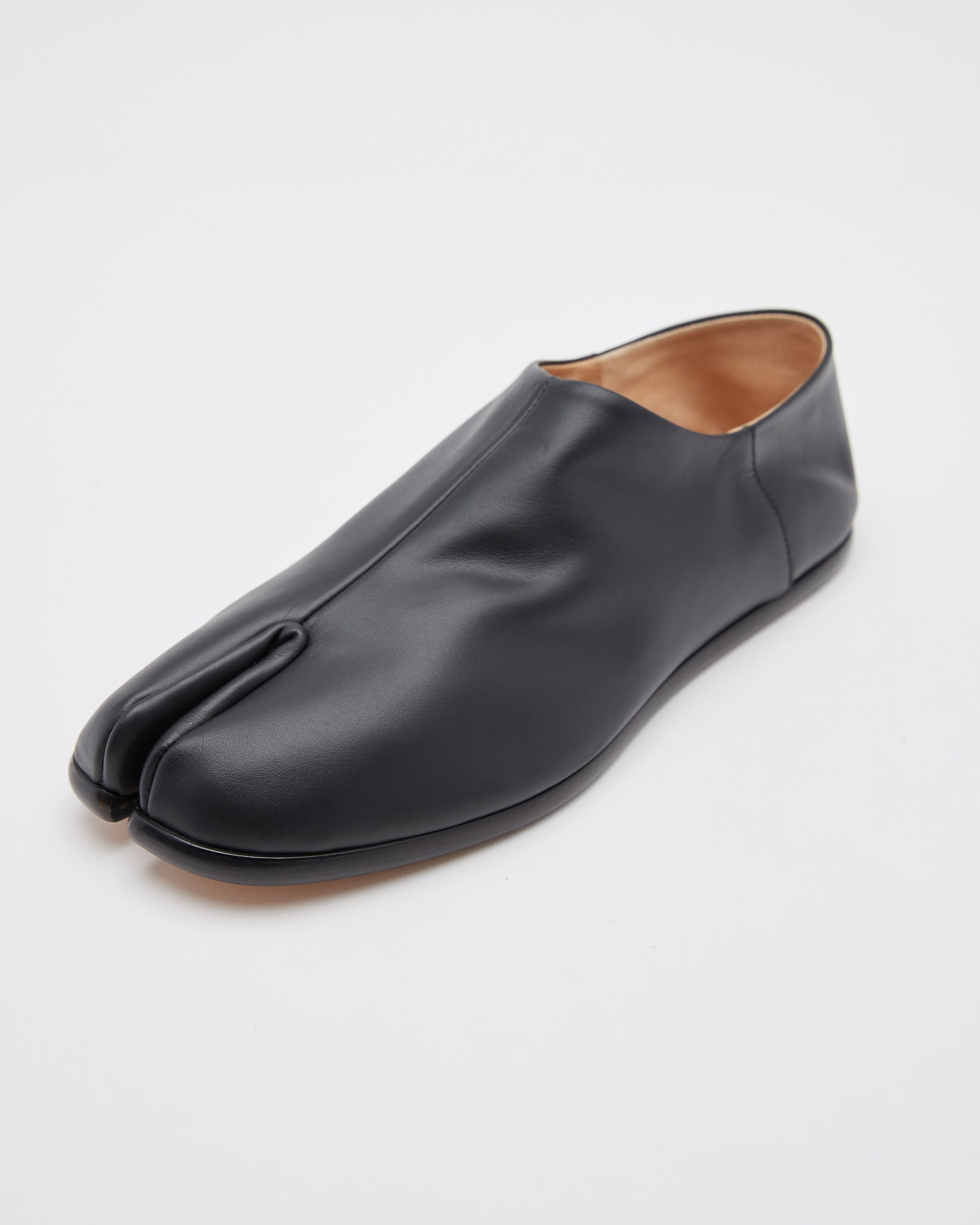 Tabi Loafers in Black Leather