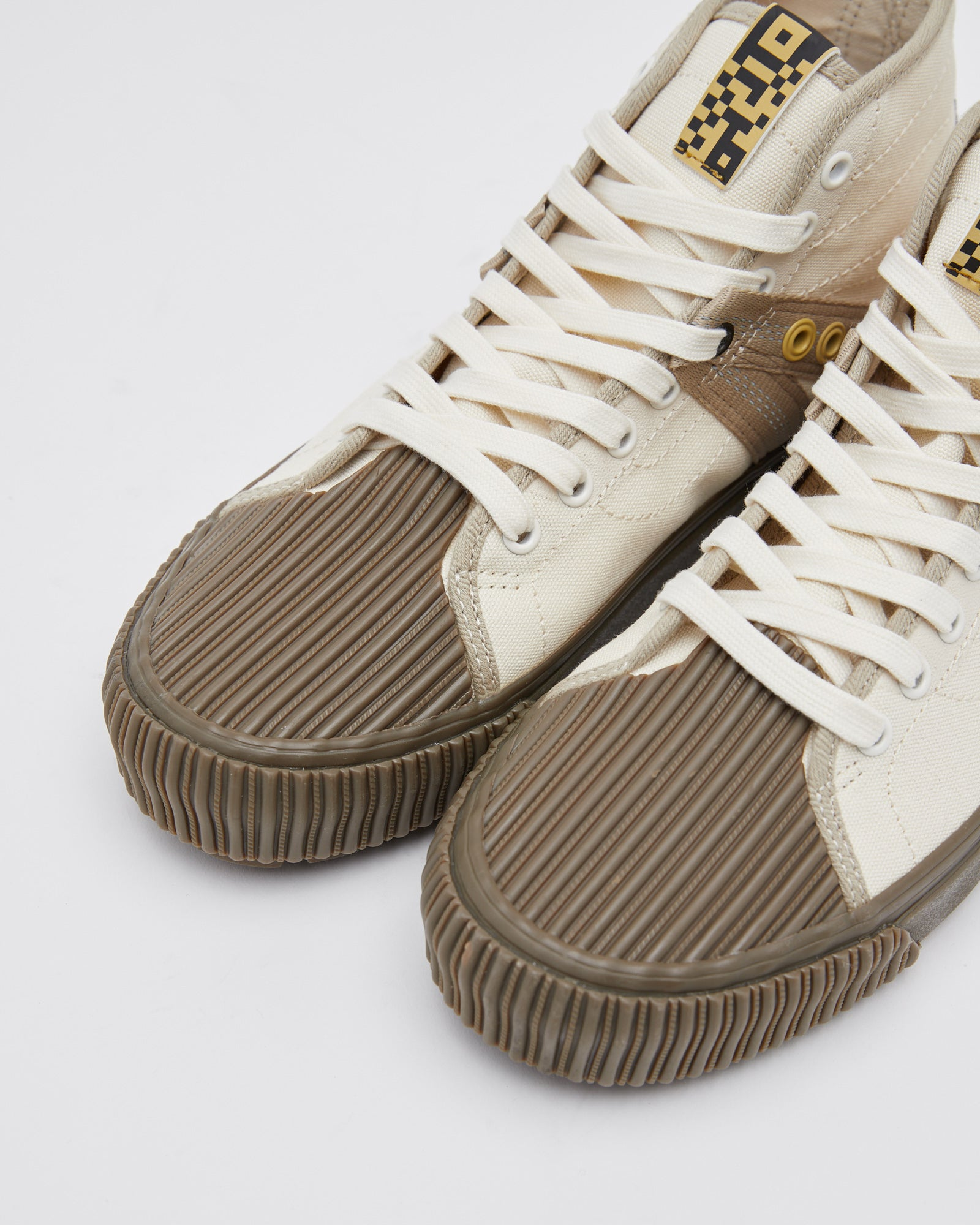 Decon V-Lug SK8-Hi in Dark Gum White
