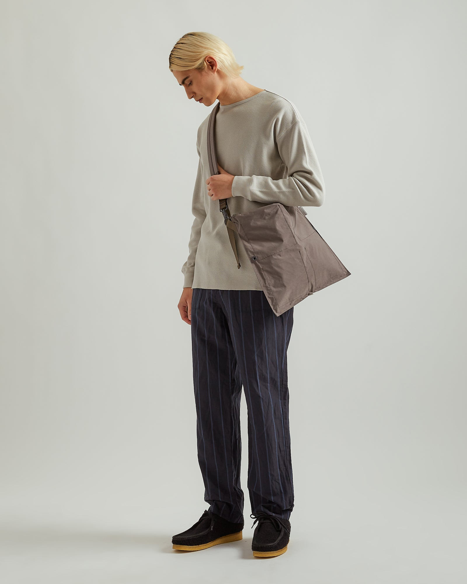 AAF Flat Shoulder Bag in Gray (M)