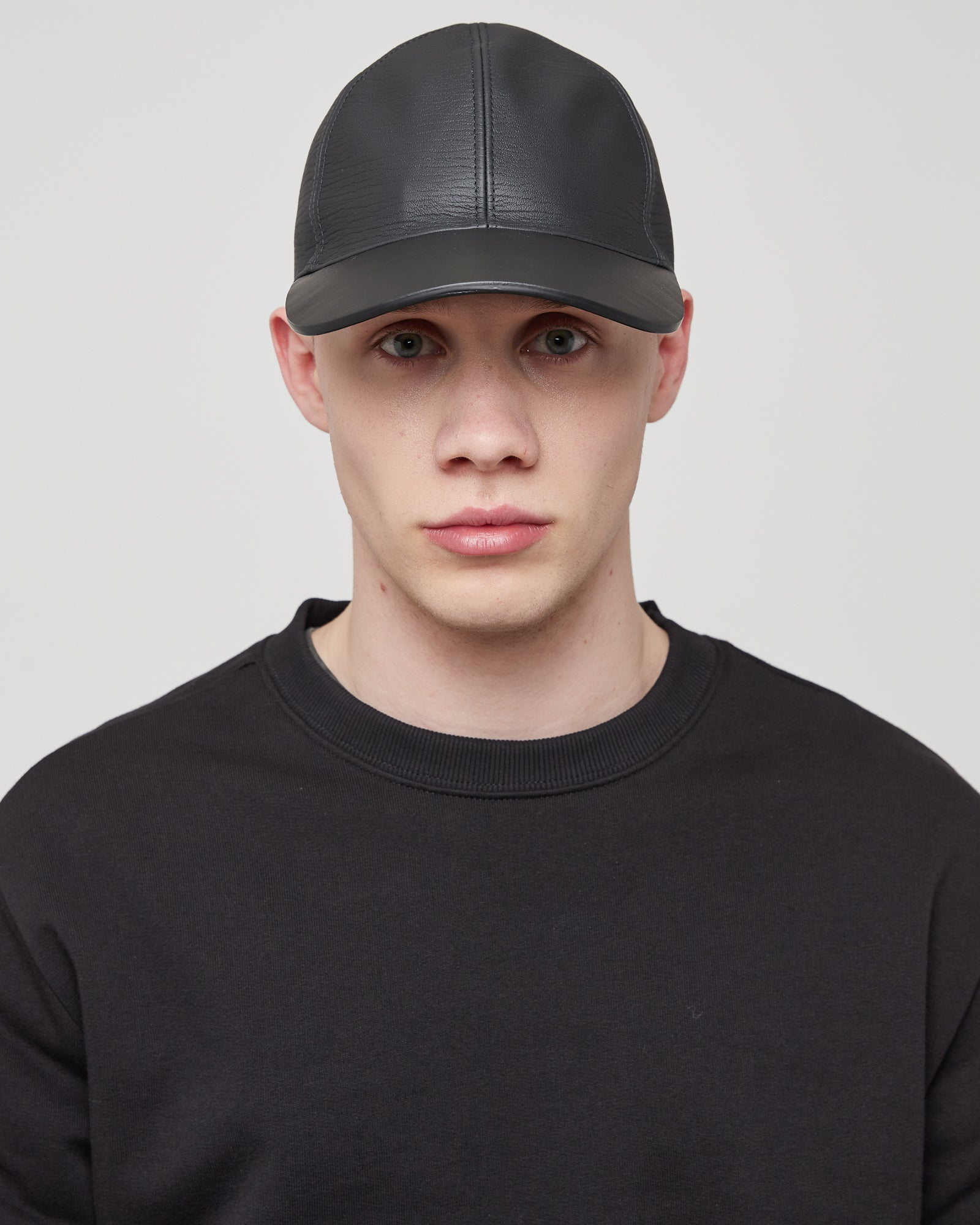 Classic Hat in Leather With Buckle Closure