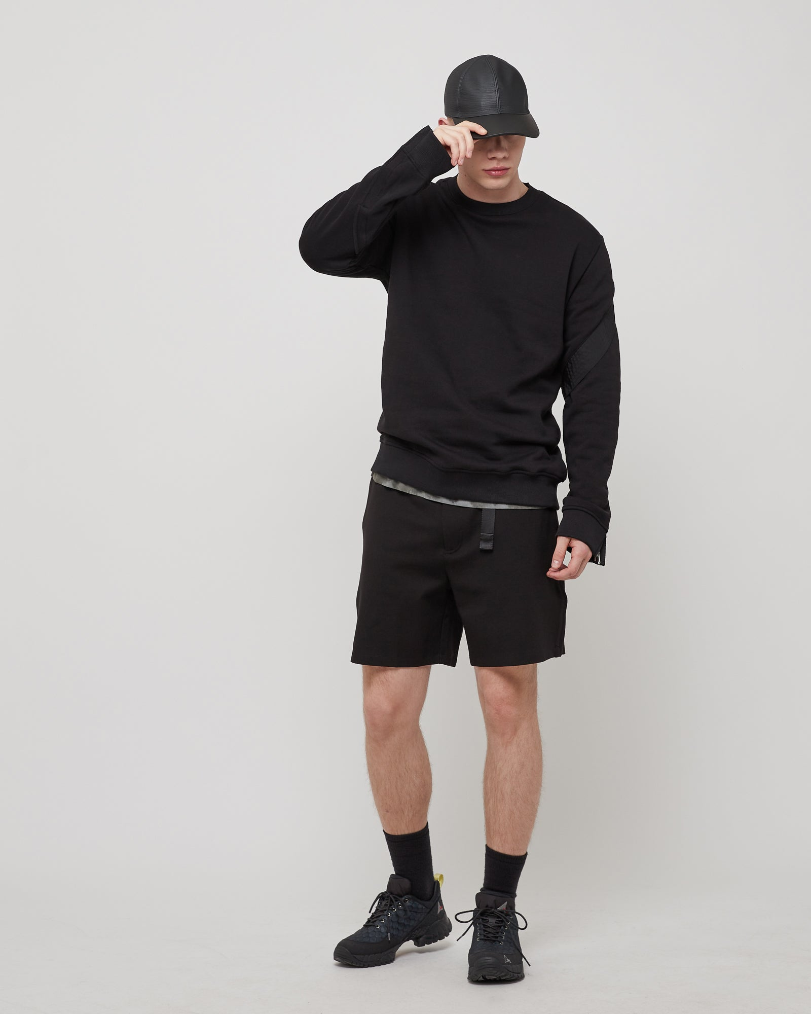 Trek Crewneck in Black