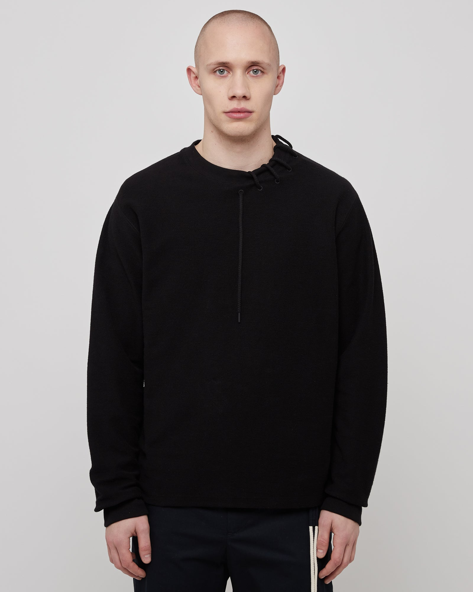 Laced Sweatshirt in Black