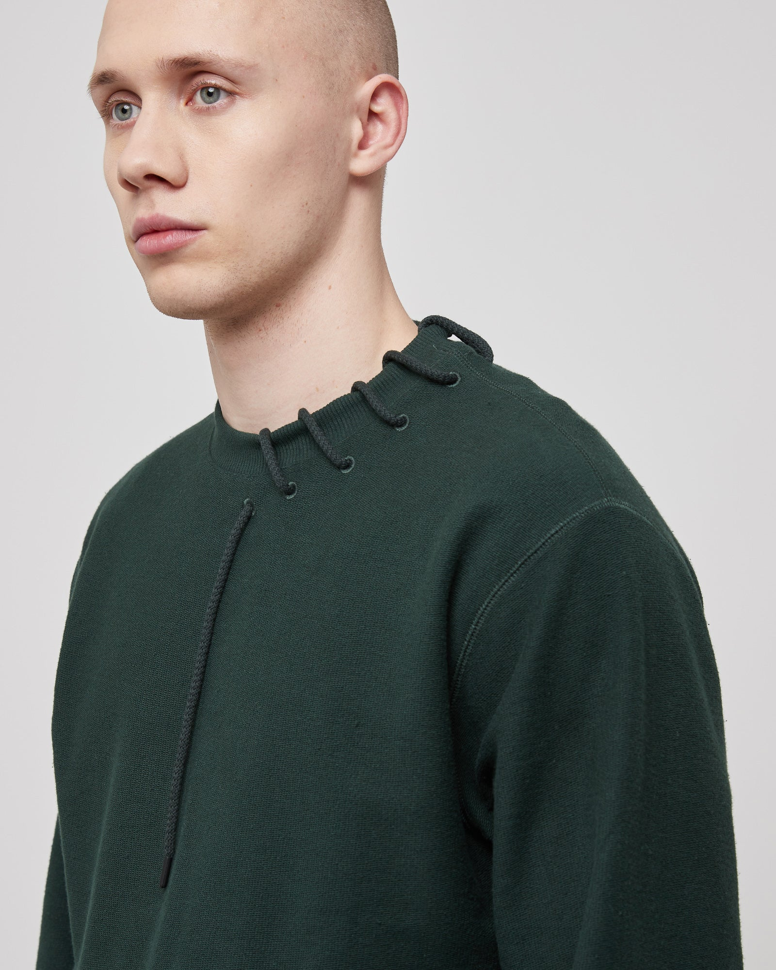 Laced Sweatshirt in Dark Green