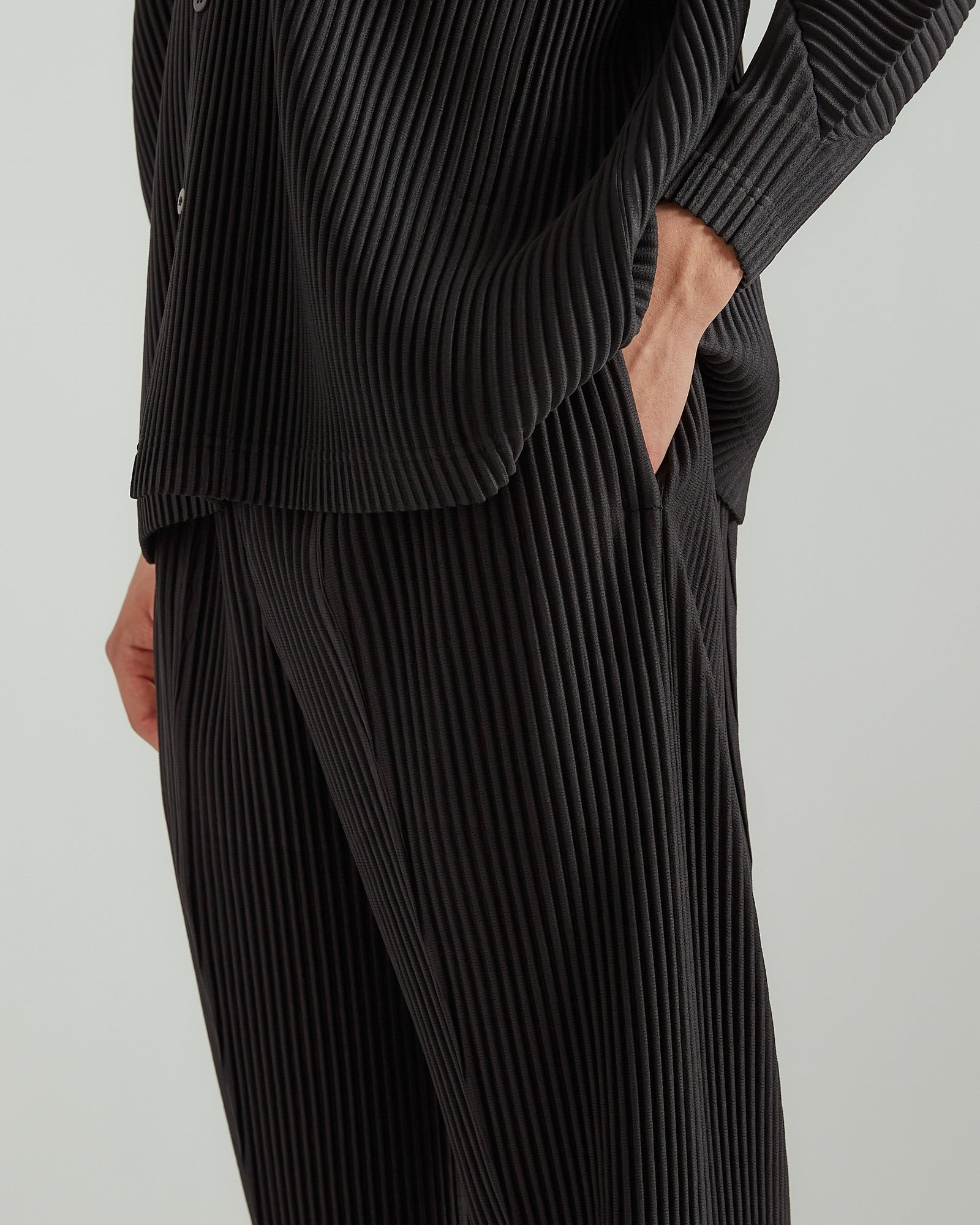 Double Pleated Trousers in Black