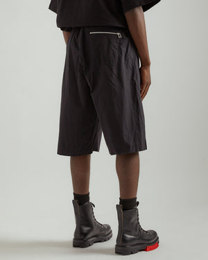 Frieze Short in Black