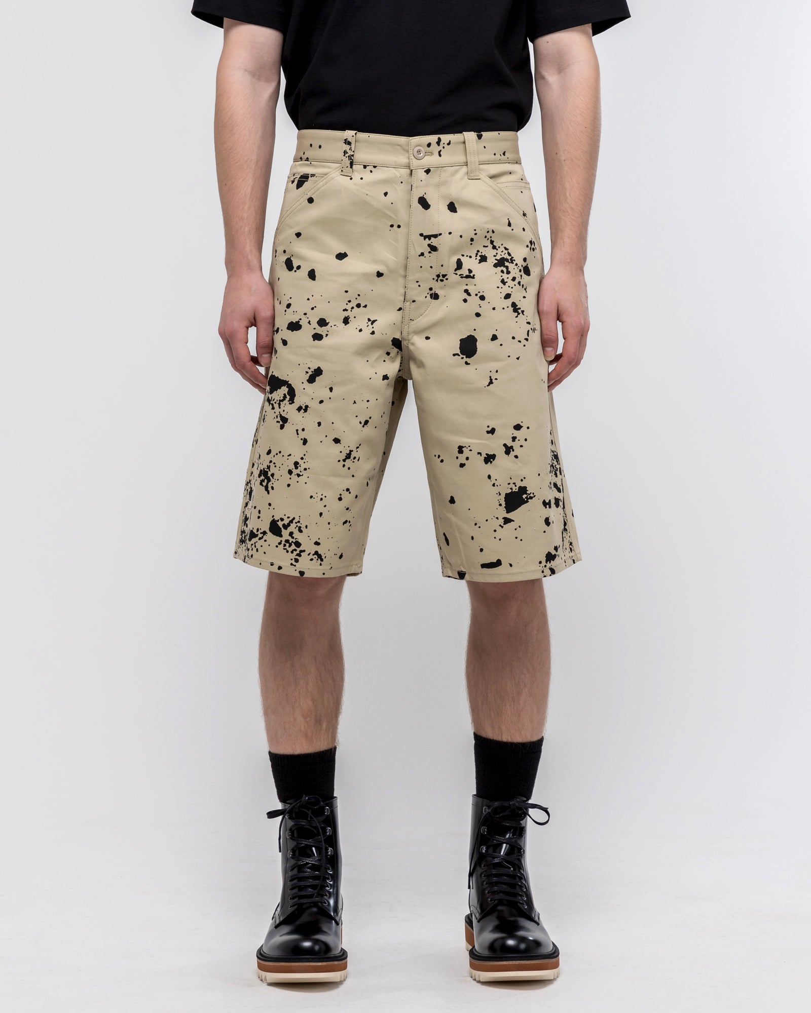 Orion Short in Dark Beige