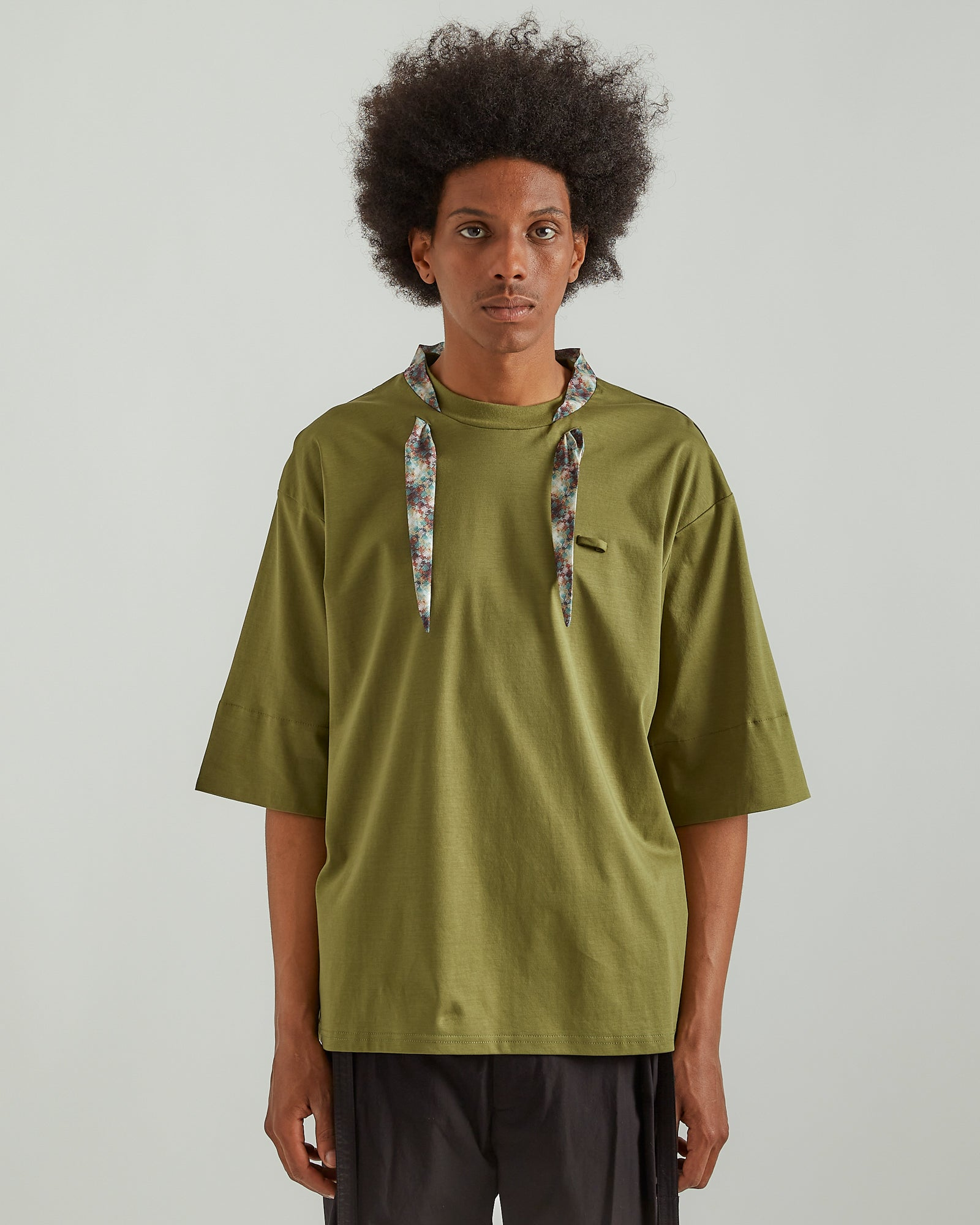 Neck Scarf T-Shirt in Green