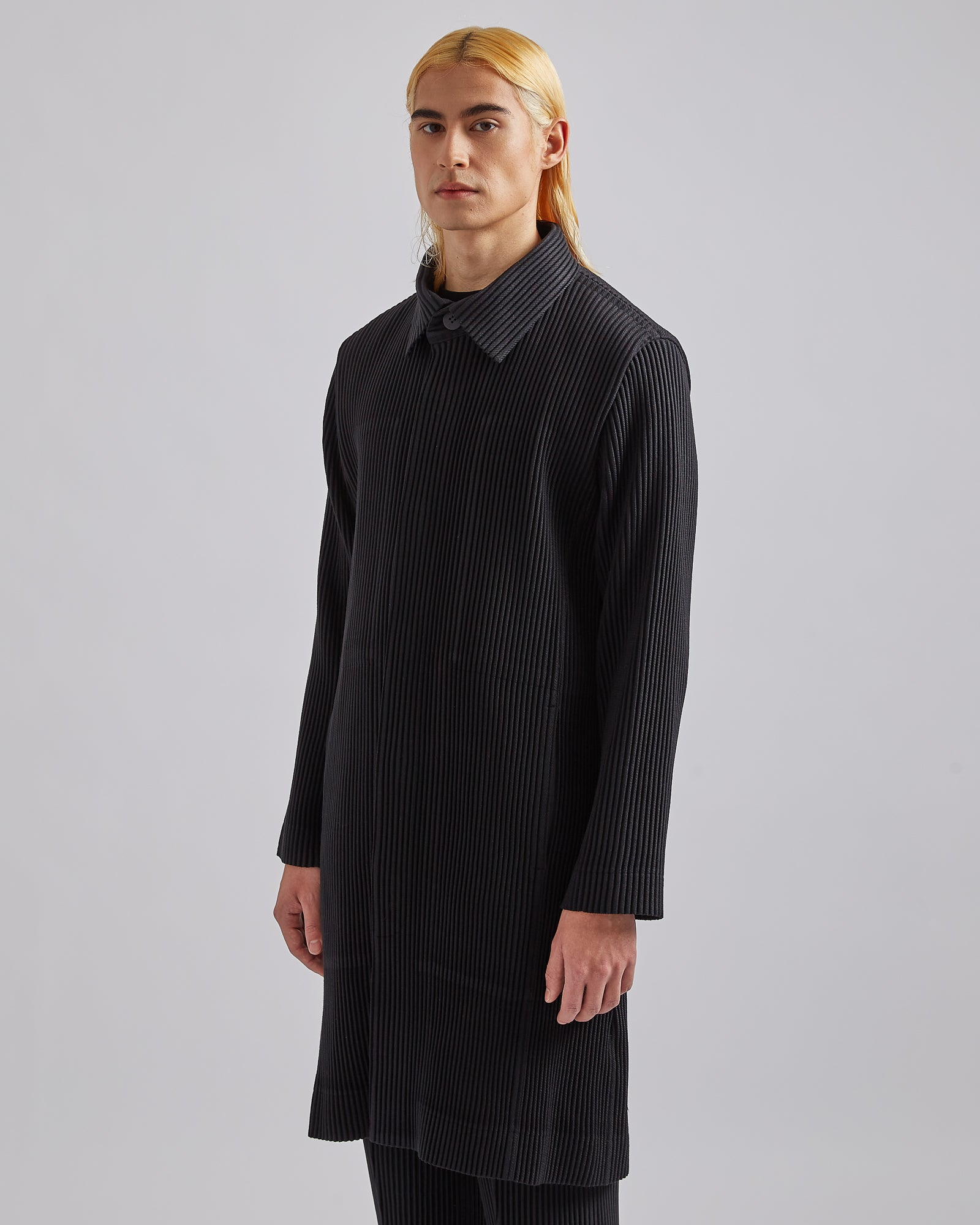Pleated Basic Trenchcoat in Black