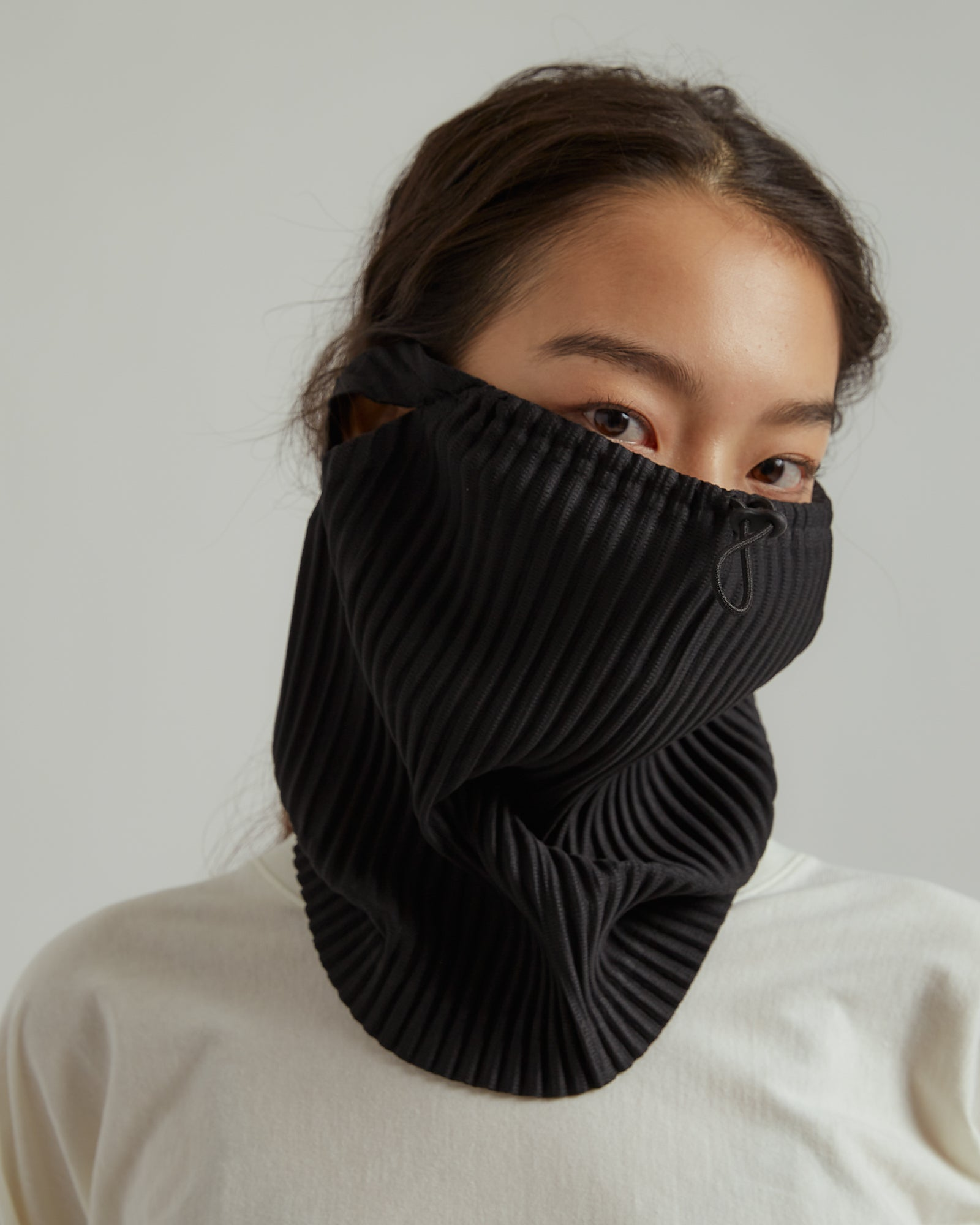 Pleated Face Covering in Black