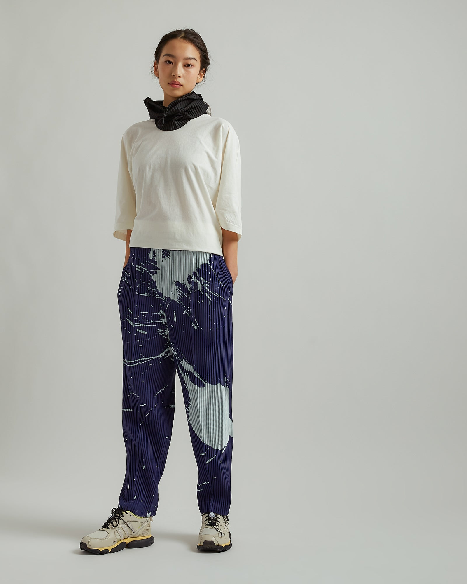 Pleated Splash Tapered Pants in Blue