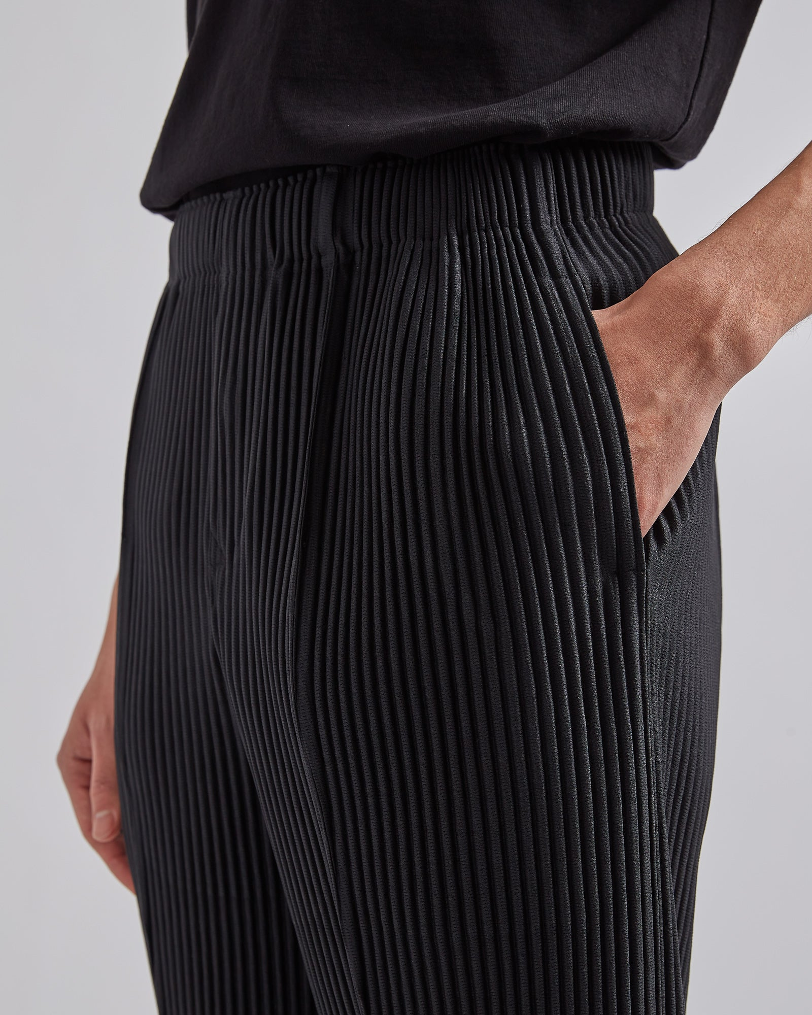 Pleated Straight-Leg Trousers Black