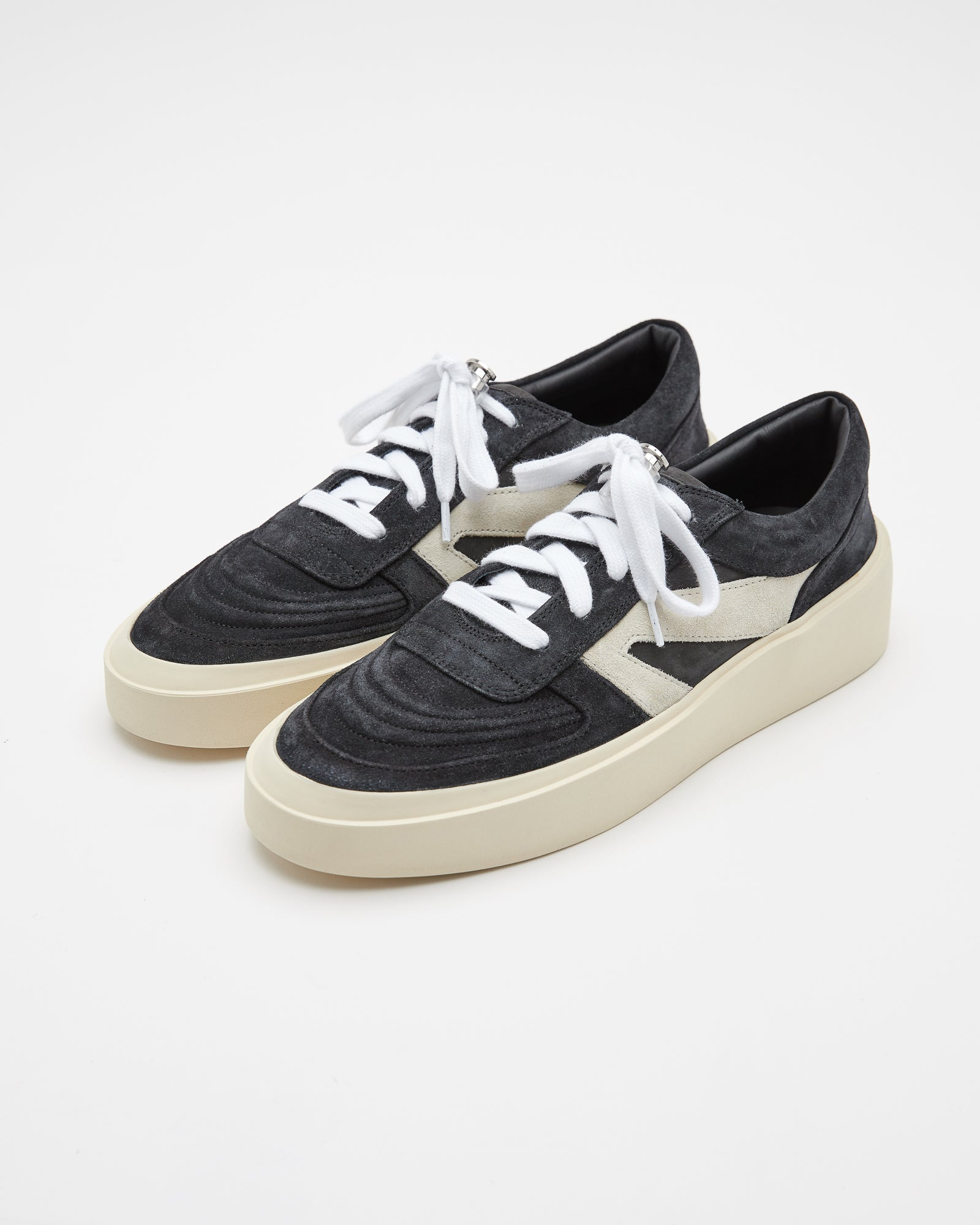 Skate Low in Black/Gray