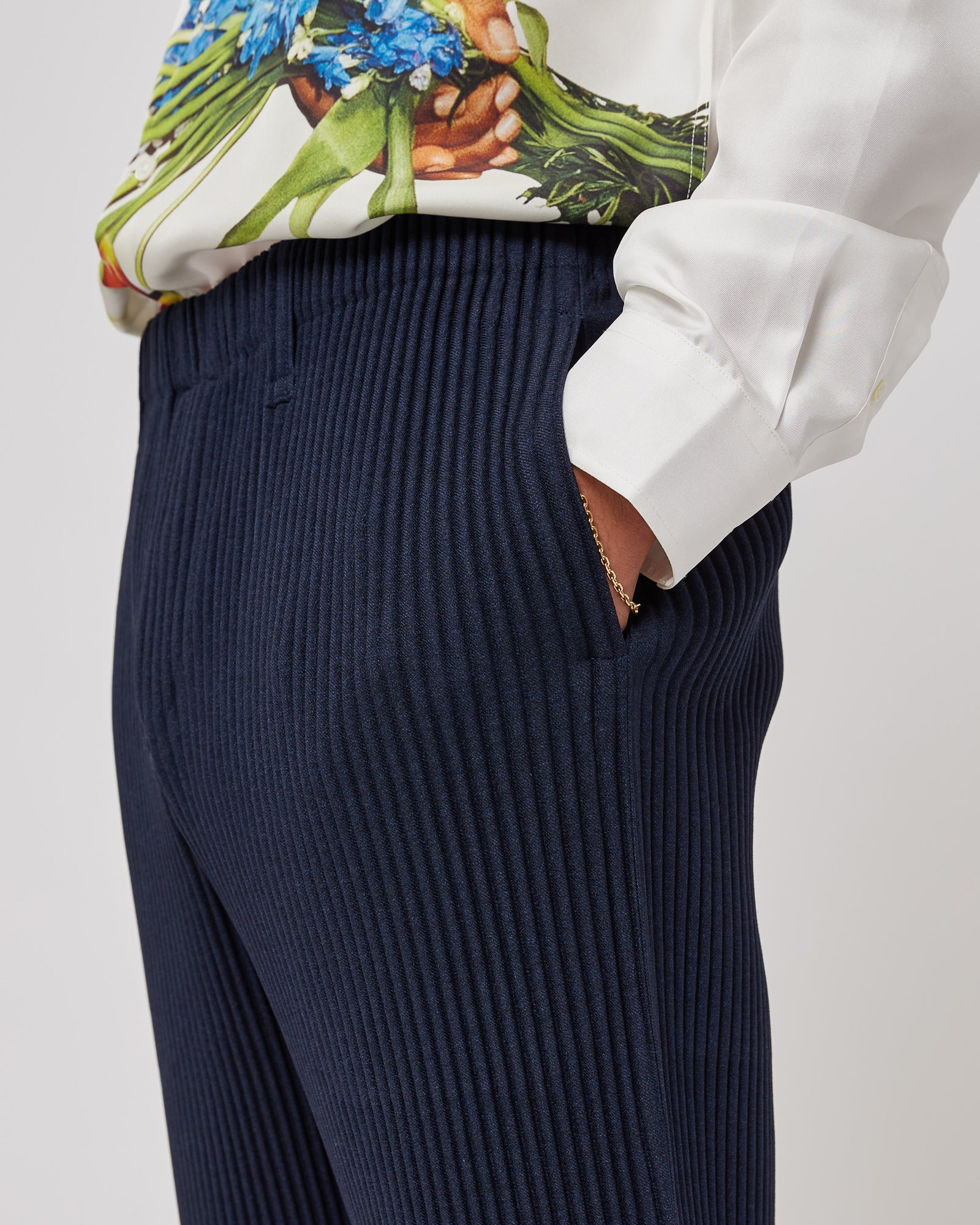 Slim Pleated Pants in Navy