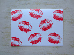 kisses red folded notes