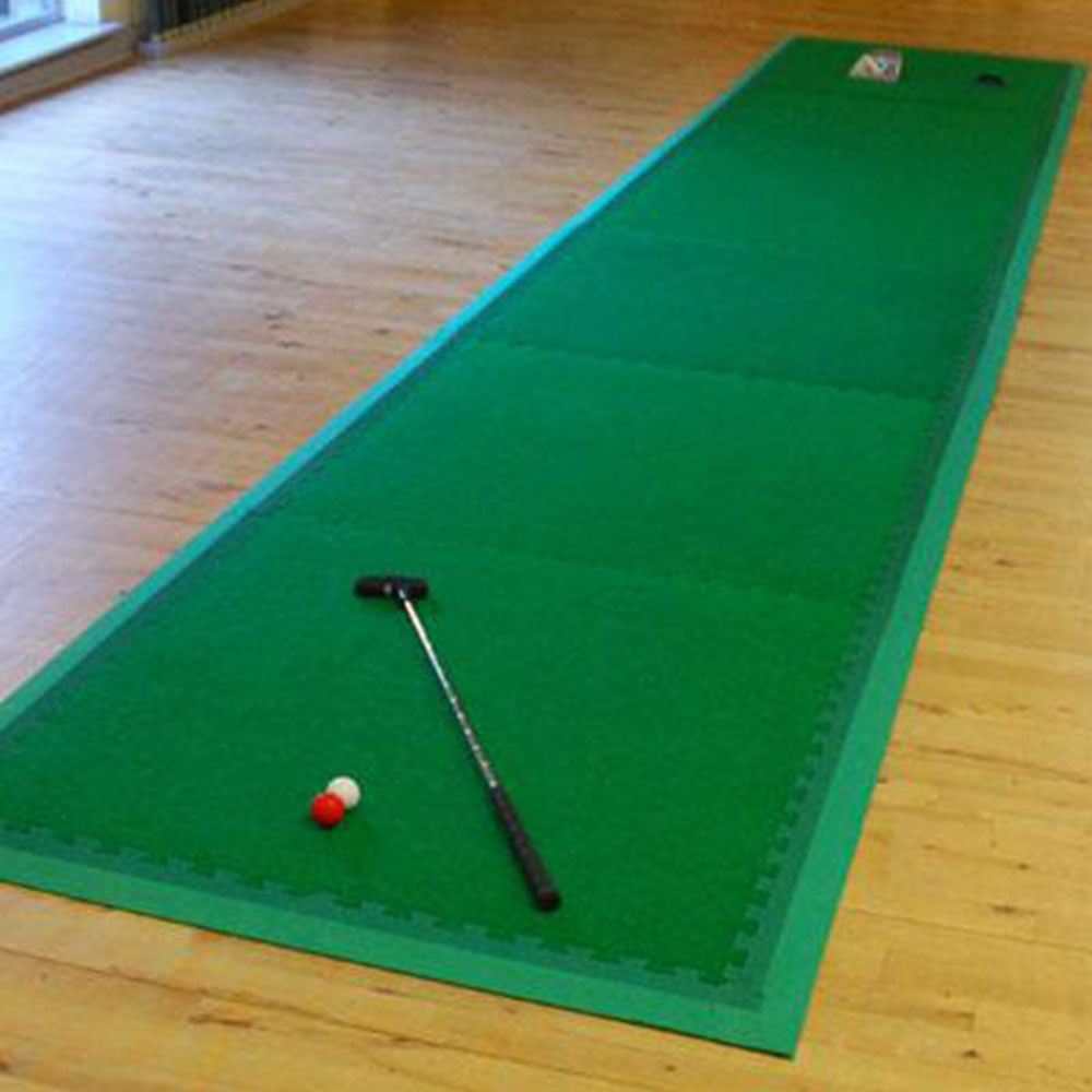 Portable putting green artificial turf