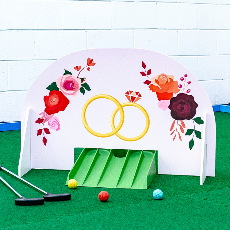 Wedding minigolf obstacle rings & bouquets