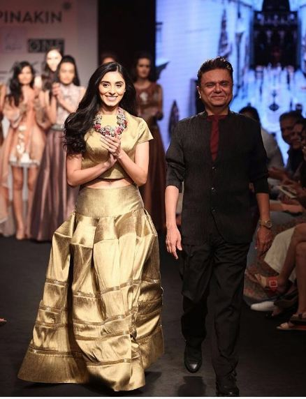 PerniaQureshi for Pinakin
