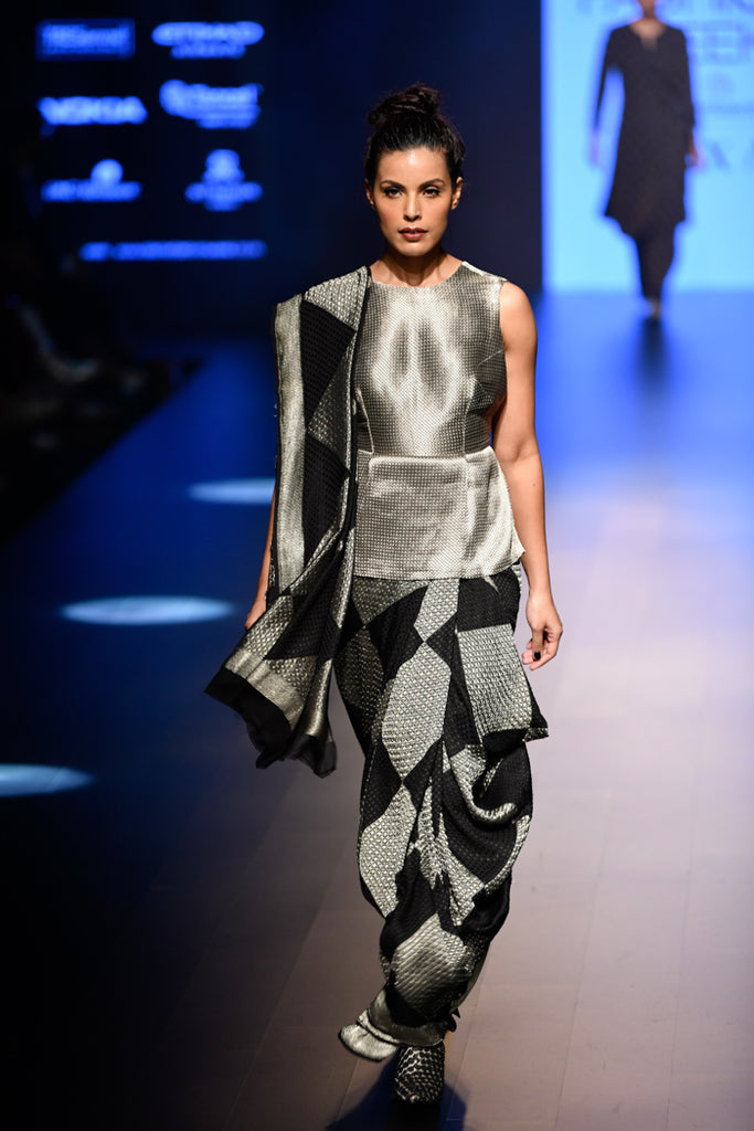 Abraham&Thakore-Saree-VOGUE.in