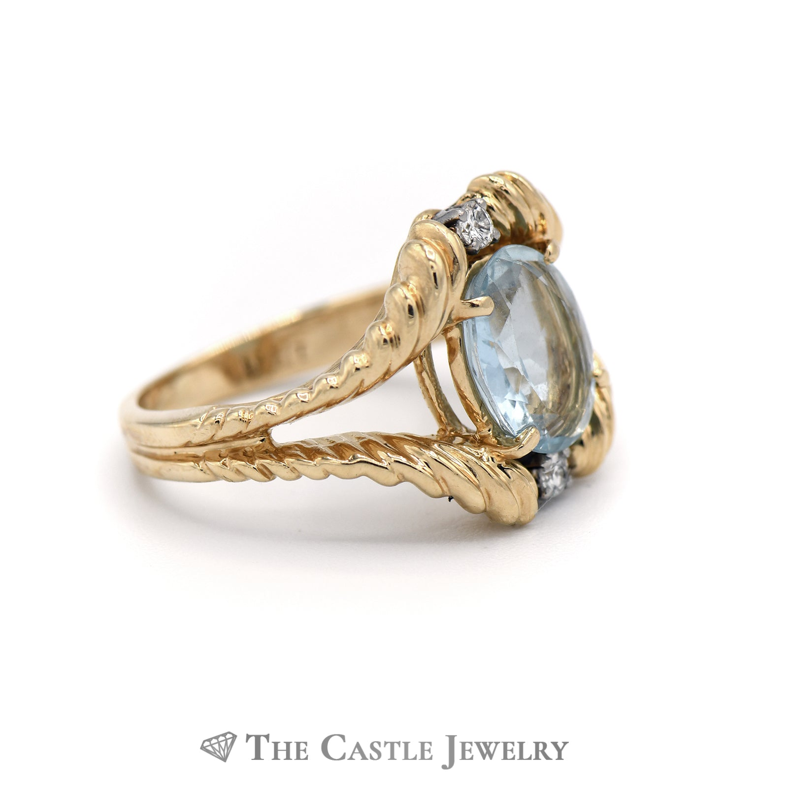 Oval Aquamarine Ring with San Marco Split Shank Mount in 14K Yellow Gold-2
