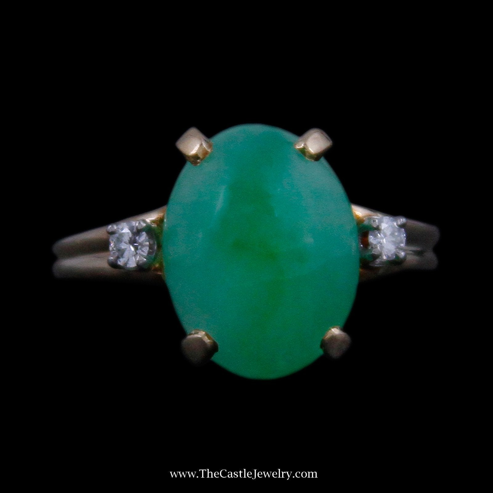 Beautiful Cabochon Jade with Round Brilliant Cut Diamond Accents in Yellow Gold