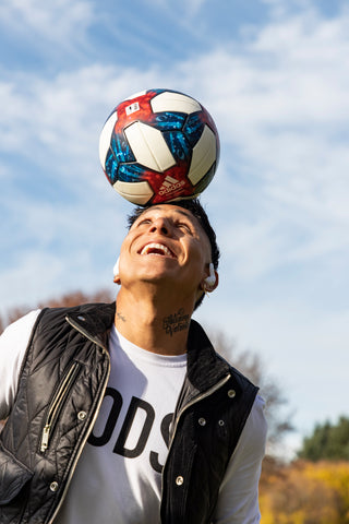 Raul Ruidiaz balancing soccer ball on his head