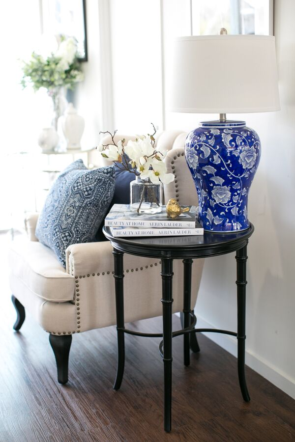 Styling your side table - our Tips for the perfect Spring look