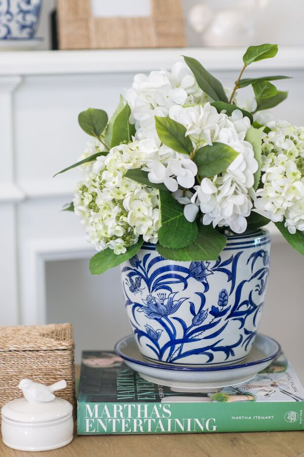 Our favourite Floral Accents for your Hamptons home