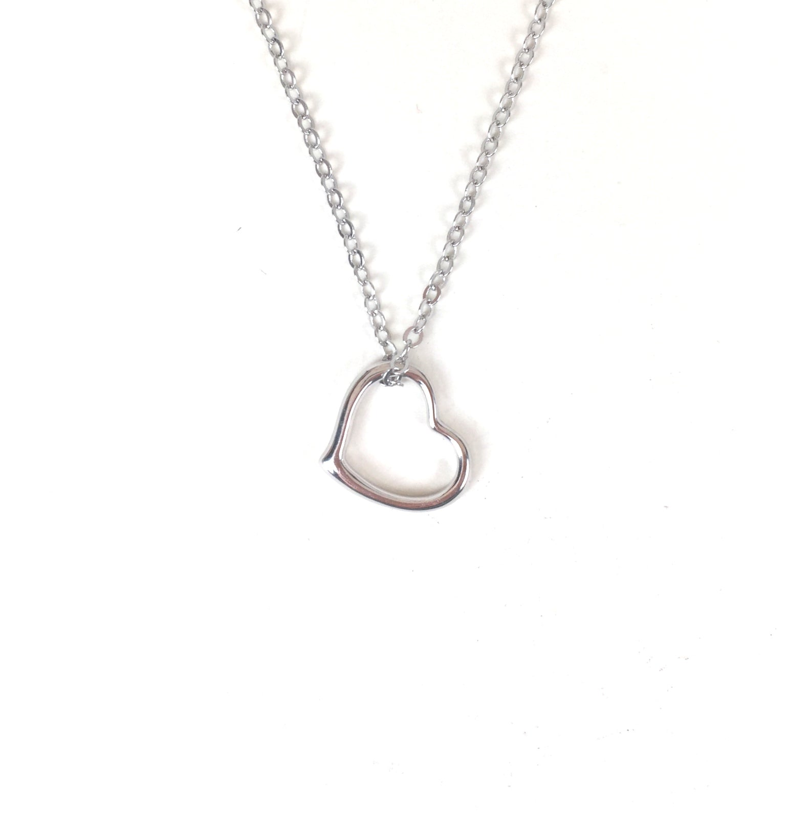 SIMPLE HEART STERLING SILVER NECKLACE