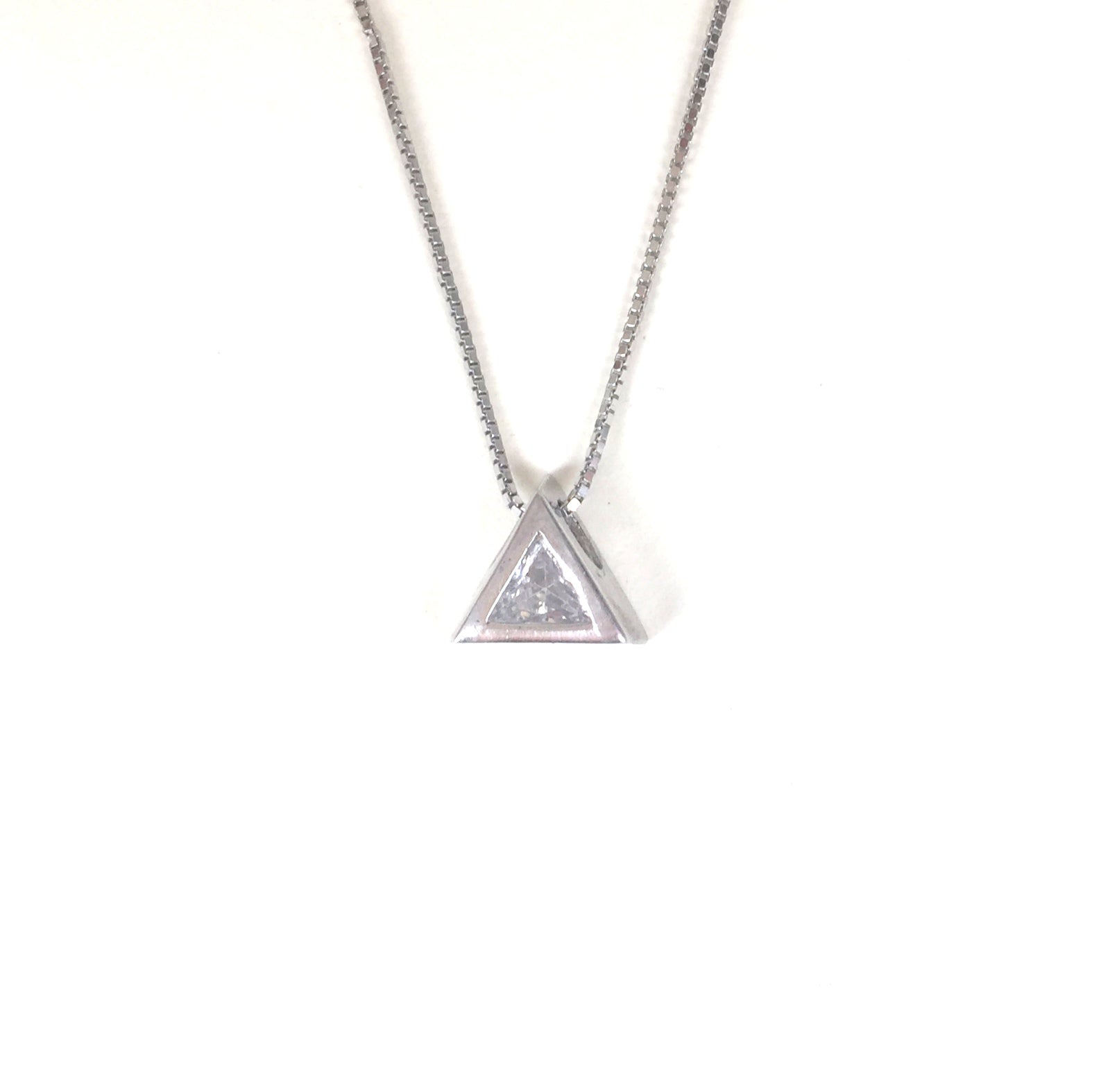 SMALL TRIANGLE STERLING SILVER NECKLACE