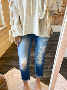 Relaxed Fit & Distressed Jeans