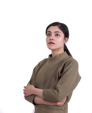 OLIVE HIGH-NECK KNIT SWEATER