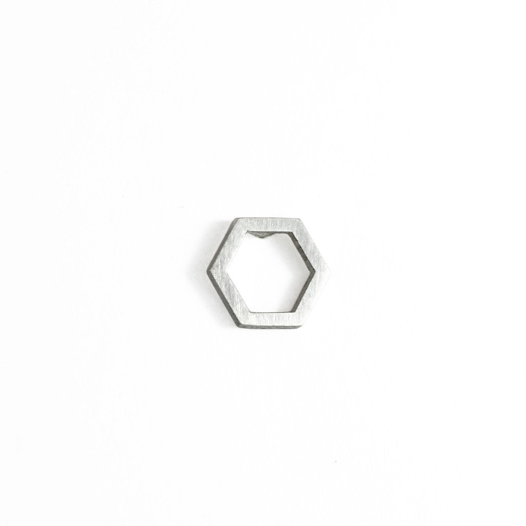 Hex wire stud